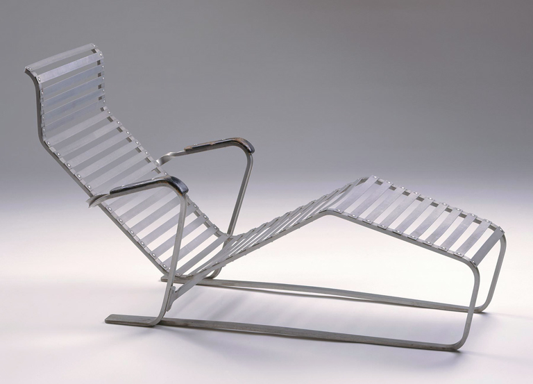 Reclining chair chaise longue no 313 milwaukee art museum for Chaise longue aluminium