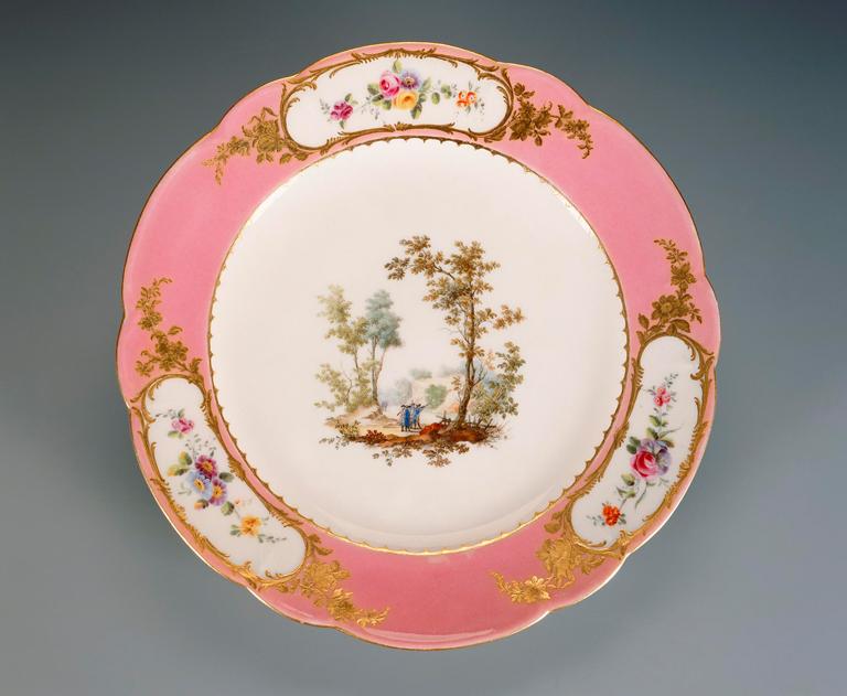 two plates assiettes milwaukee art museum. Black Bedroom Furniture Sets. Home Design Ideas
